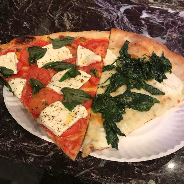 Foto tomada en Joe's Pizza por Rob P. el 11/17/2017