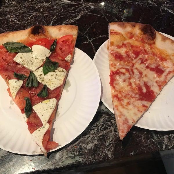 Foto tomada en Joe's Pizza por Rob P. el 9/19/2017