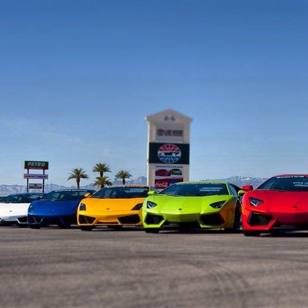Foto tirada no(a) Exotics Racing por Exotics R. em 2/18/2013