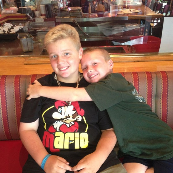 Photo taken at Red Robin Gourmet Burgers by Jamie T. on 8/3/2013