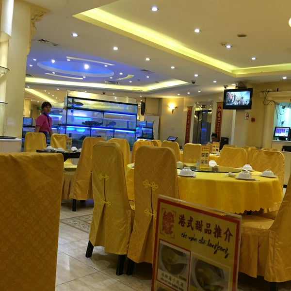Photo taken at Hoằng Long Restaurant by show444 on 9/10/2016
