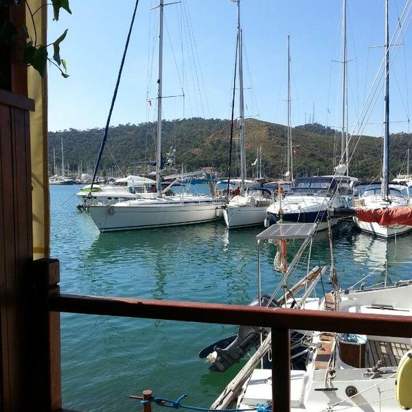 5/3/2014 tarihinde Özen Ö.ziyaretçi tarafından Fethiye Yengeç Restaurant'de çekilen fotoğraf