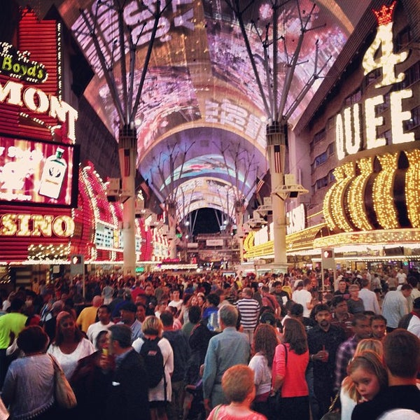 Photo taken at Fremont Street Experience by Eliam M M. on 5/27/2013