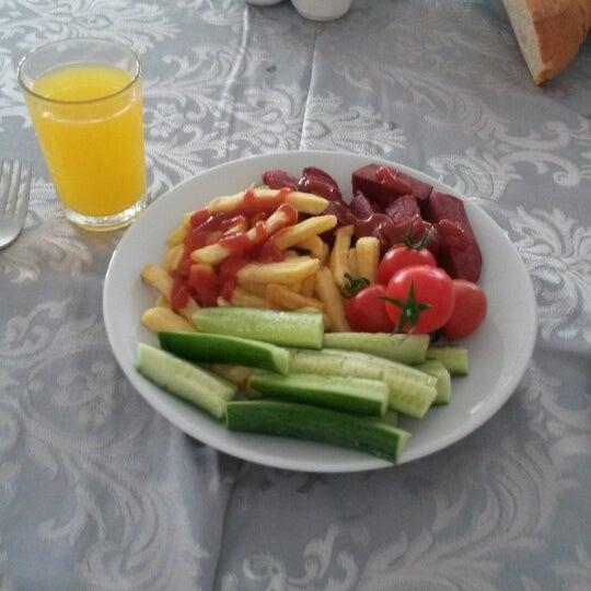 5/3/2014 tarihinde Fatih G.ziyaretçi tarafından Sah İnn Restaurant'de çekilen fotoğraf