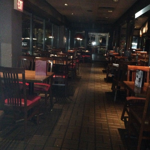 Photo taken at TGI Fridays by Sophia E. on 7/23/2015