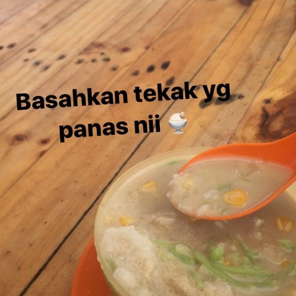 Photo taken at Cendol Jam Besar Melaka by Fikri on 7/5/2017