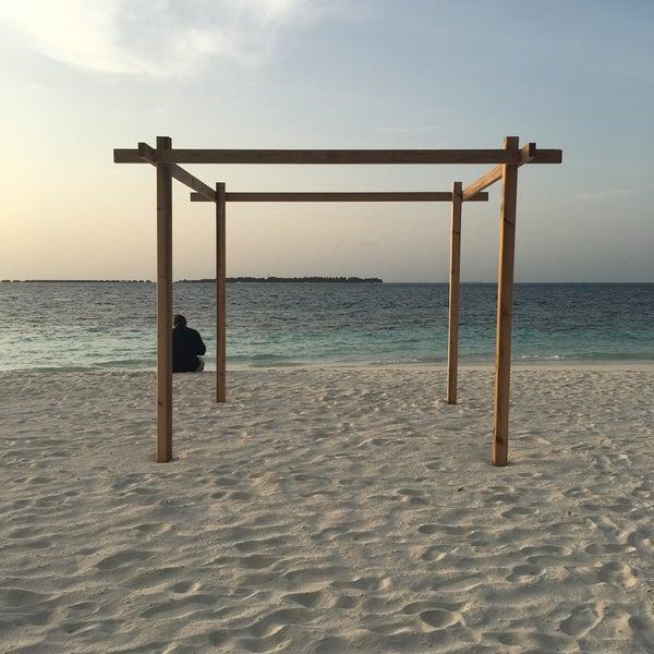 Photo taken at Vilamendhoo Island Resort & Spa by Juzmin T. on 7/8/2016