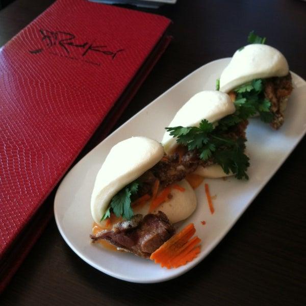 Foto tomada en Red Koi Thai & Sushi Lounge por Paulina K. el 6/6/2014