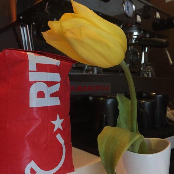 Photo taken at Iron Horse Coffee Bar by Regina G. on 6/15/2015
