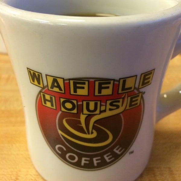 Photo taken at Waffle House by Carolina V. on 7/29/2016