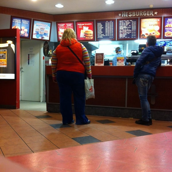 Photo taken at Hesburger by Leo Linards B. on 11/18/2013