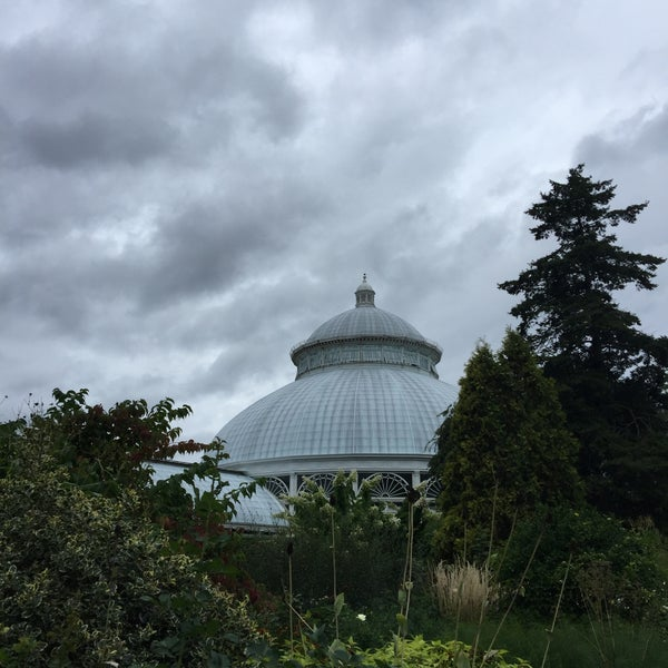 Photo taken at Enid A. Haupt Conservatory by Kayvon T. on 9/12/2015