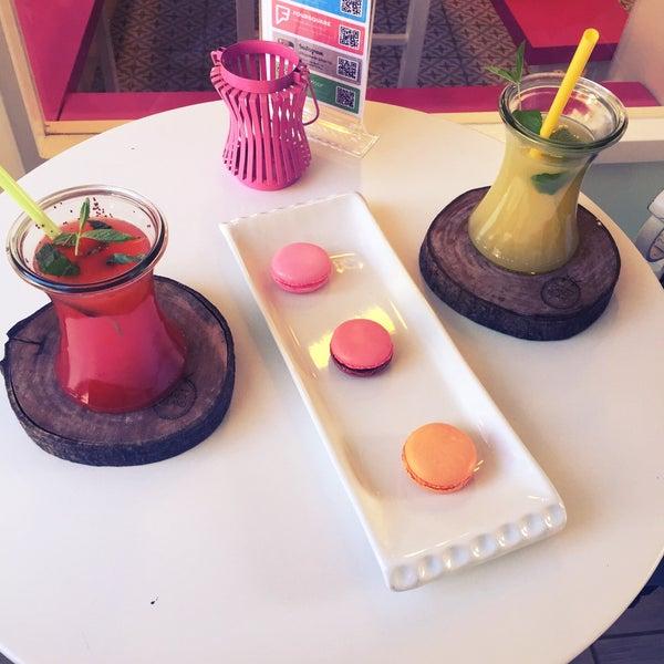 Foto diambil di Büyükada Şekercisi Candy Island Cafe Patisserie oleh Derya ç. pada 4/22/2016