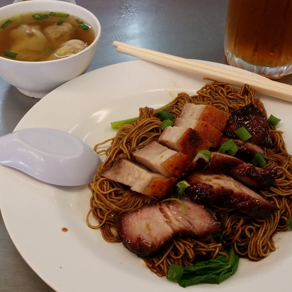 Char siew is glazed nicely. Siew yok is crispy, wanton is so so but the soup is nice. Noodle has lard, ZHAN!!! Pickled chili is spicy and sour. Appetizing.