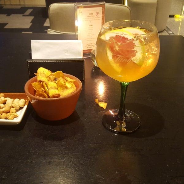 Os drinks são muito bons!O atendimento do Fernando foi excelente!!Risoto de camarão e tuna thay não da nem pra comentar!!!Excelente restaurante/bar!!!!