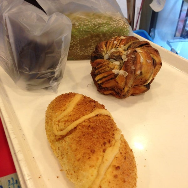 Photo taken at Ueno Bakery & Enzyme 上野酵素麵包生活館 by Ming C. on 6/1/2014