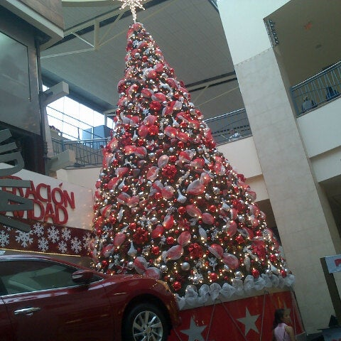 Foto tirada no(a) Mall del Sur por Elena C. em 11/23/2013