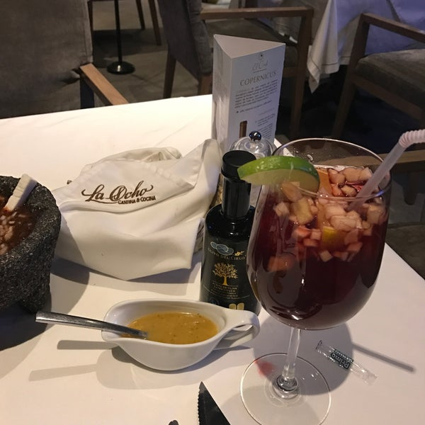Снимок сделан в La Ocho Restaurante пользователем Luisfer R. 2/16/2017