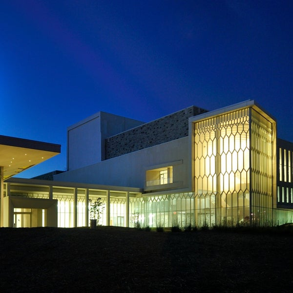 The Center for the Arts at Virginia Tech and the Institute for Creativity, Arts, and Technology are headquartered in the Moss Arts Center. The ,square-foot facility includes a 1,seat performance hall, visual arts galleries, amphitheater, four-story experimental Cube, and multiple studios.