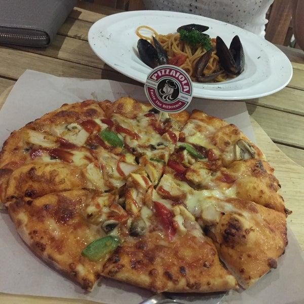 Photo taken at Pizzaiola by Fu Xian S. on 5/2/2017