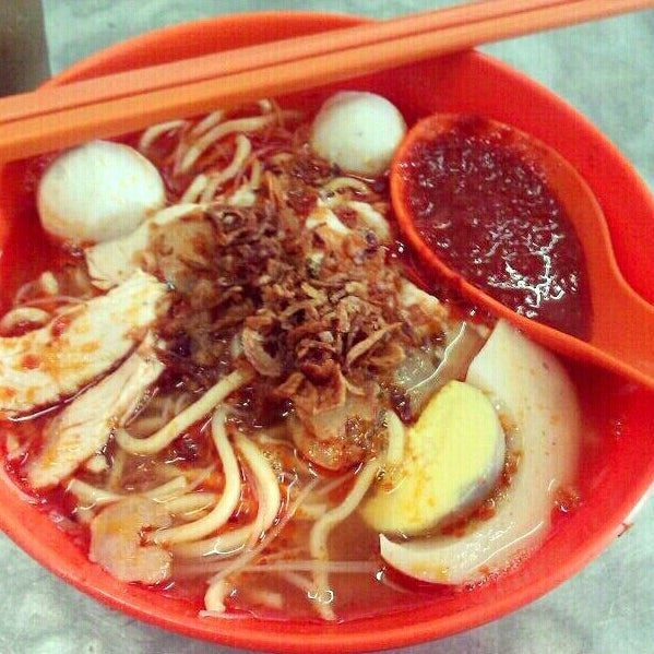 Photo taken at New Lane Hawker Stalls by Fu Xian S. on 7/14/2013