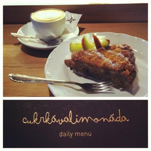 Café e torta de maçã maravilhosos. Adorei esse lugar!