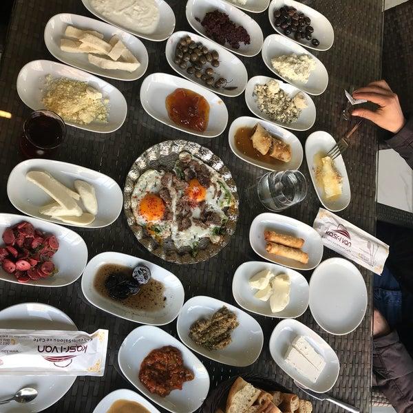 2/13/2018 tarihinde uğuƦ ε.ziyaretçi tarafından Kasr-ı Van Kahvaltı ve Kahve Evi'de çekilen fotoğraf