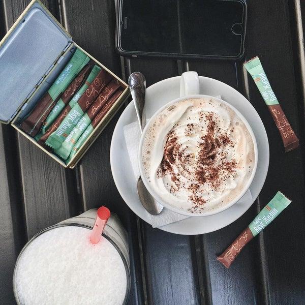 7/13/2015 tarihinde Anastasia K.ziyaretçi tarafından Café Bon Apрétit'de çekilen fotoğraf