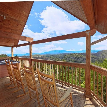 Aunt bug 39 s cabin rentals pigeon forge tn for Luxury pet friendly cabins pigeon forge