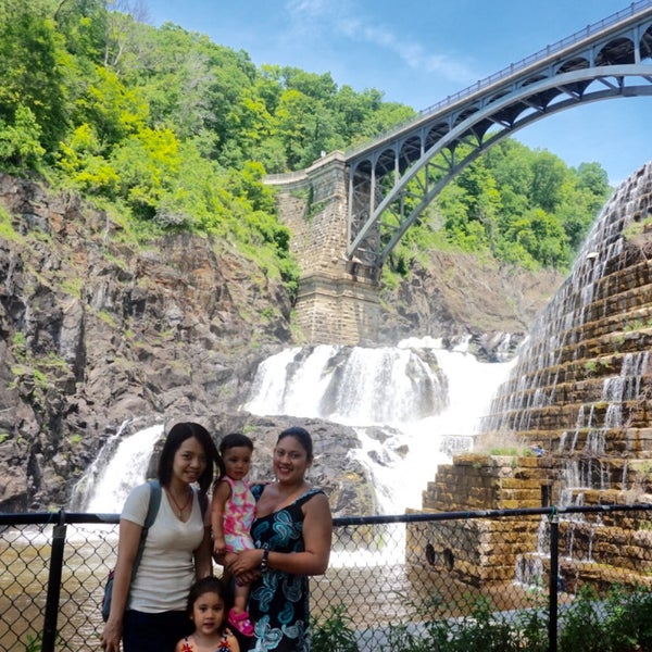 Photo taken at Croton Gorge Park by Lisseth Y. on 5/28/2015