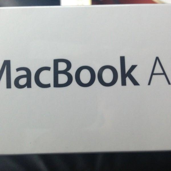 Photo taken at Apple La Cantera by Daniel T. on 2/22/2013