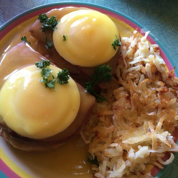 Prepare for a short wait on weekends. Friendly staff, great breakfast.