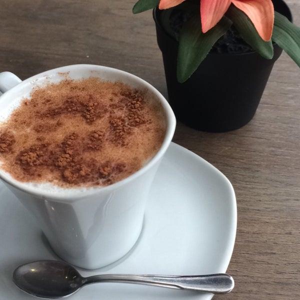 11/26/2016 tarihinde Mihriban S.ziyaretçi tarafından Caffe Sydney'de çekilen fotoğraf