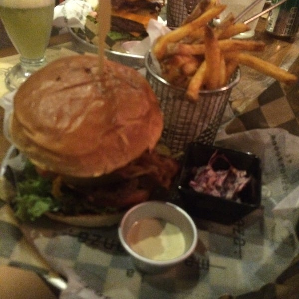 Foto tomada en La Maestranza Sandwich & Burger Bar por Francisca S. el 2/12/2016