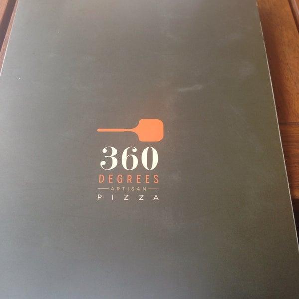 Foto scattata a 360 Degrees Artisan Pizza & Winebar da Mercy R. il 4/16/2014