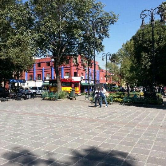 Photo taken at Jardín Hidalgo by Trinsky H. on 10/25/2012