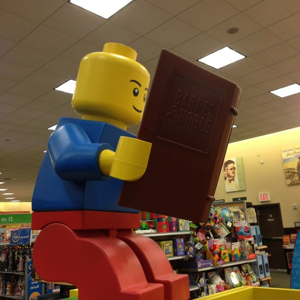 Photo taken at Barnes & Noble by Jae Yeon C. on 1/25/2013