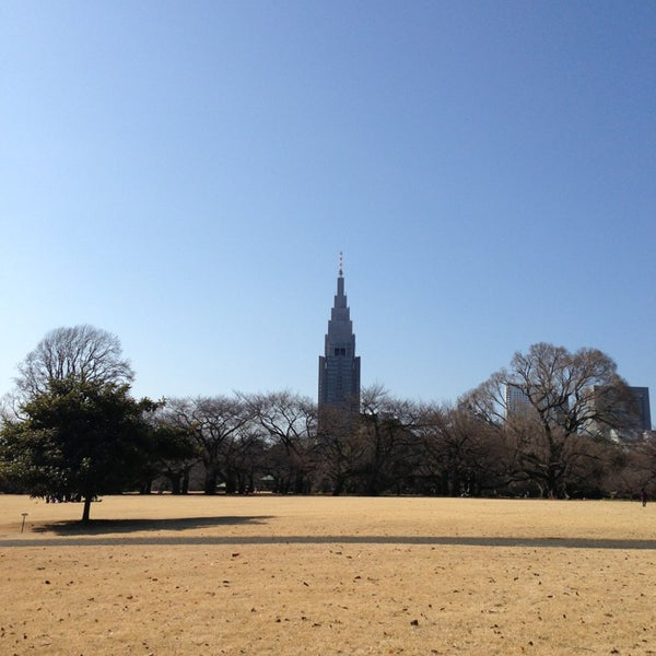 Photo taken at Shinjuku Gyoen by 元 玉. on 2/3/2013