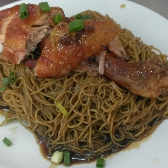 Photo taken at Restoran Chan Meng Kee (陈明记面家) by Nathan C. on 6/23/2013