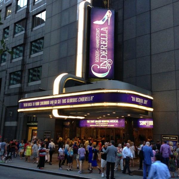 7/27/2013にEddie W.がBroadway Theatreで撮った写真