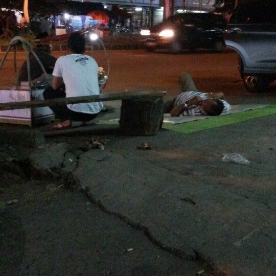 Photo taken at Pasar Mobil Kemayoran by Aji A. on 7/4/2014