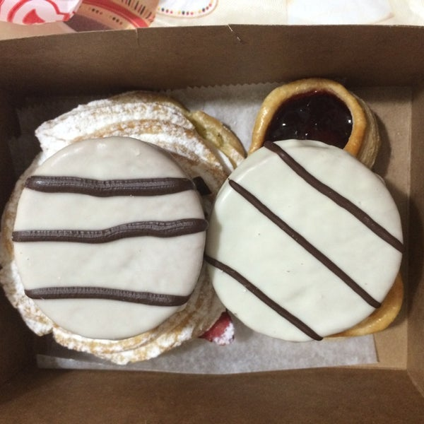 5/31/2014 tarihinde Merari D.ziyaretçi tarafından Argentina Bakery'de çekilen fotoğraf