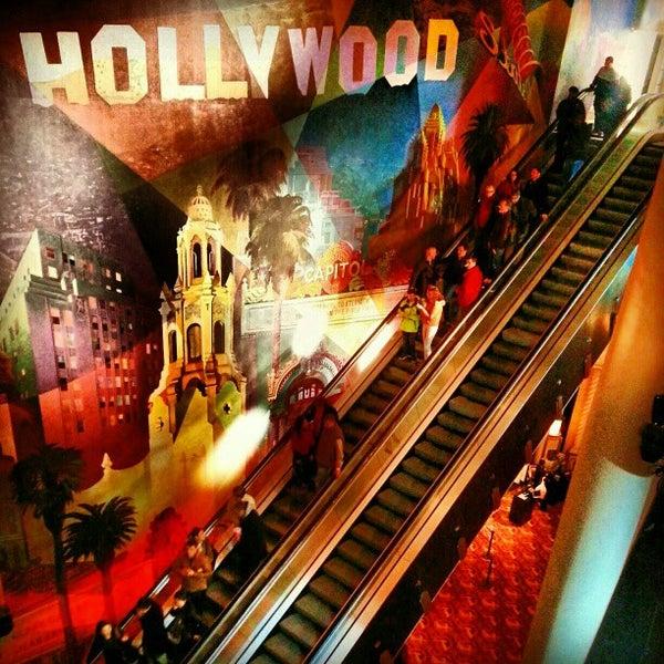 Снимок сделан в AMC Loews Lincoln Square 13 пользователем Peeshepig 12/25/2012