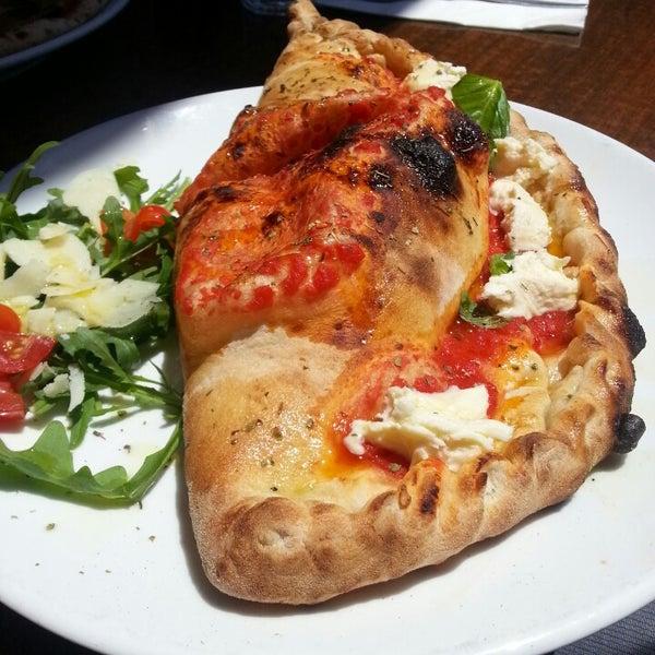 Foto scattata a Zanini Pizzeria da James W. il 11/17/2013