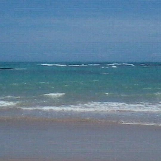 รูปภาพถ่ายที่ Praia de Guaxuma โดย Mariana C. เมื่อ 12/27/2012