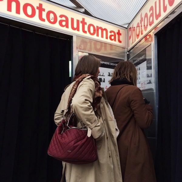 Das Foto wurde bei Photoautomat | Photo Booth von Margaret T. am 3/17/2014 aufgenommen
