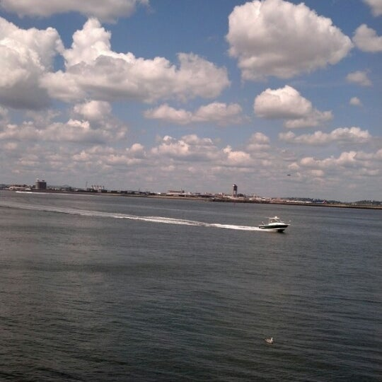 8/13/2012 tarihinde Andy L.ziyaretçi tarafından Castle Island'de çekilen fotoğraf