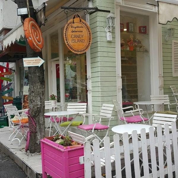 Foto diambil di Büyükada Şekercisi Candy Island Cafe Patisserie oleh Çağla Y. pada 10/29/2017