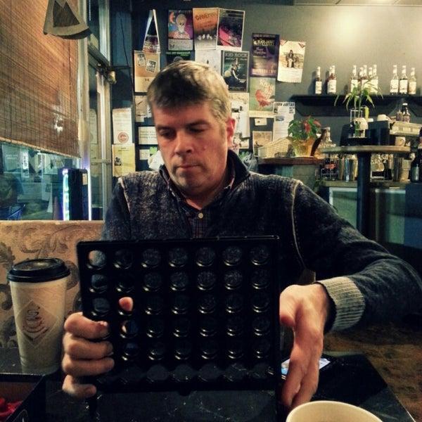 Foto tirada no(a) Crestwood Coffee Co. por Jenni L. O. em 2/24/2013
