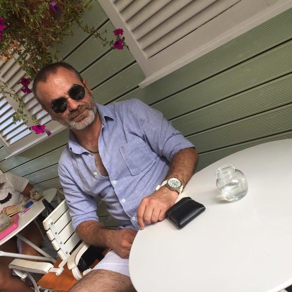 Foto diambil di Büyükada Şekercisi Candy Island Cafe Patisserie oleh F@tih1453 pada 8/27/2017